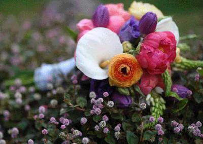 Ramo novia ranúnculos tulipanes y peonias